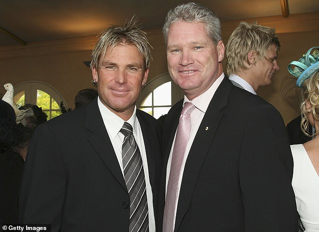 Shane Warne and Jones pose for a photo at the Melbourne Cup Carnival in 2006