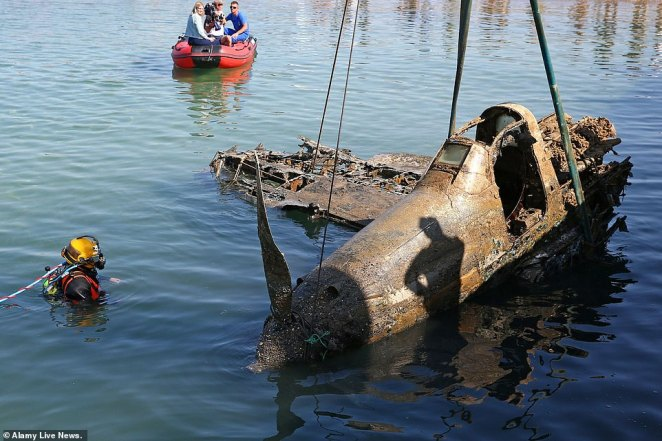 The remains of a Second World War-era Bell P-39 Airacobra fighter aircraft have been pulled from the Black Sea near the village of Novofyodorovka, Crimea