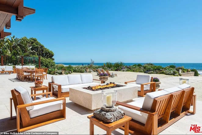 There's plenty of space for lounging around and relaxing while enjoying the beach and ocean nearby
