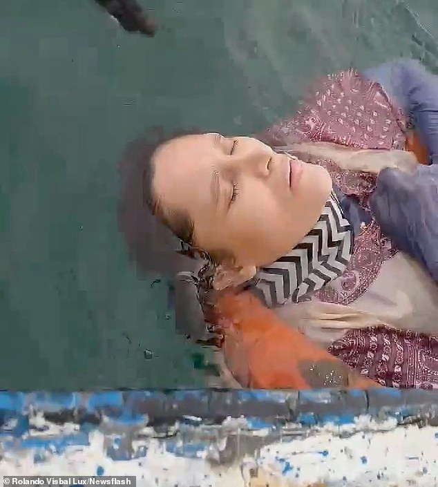 This is the momentAngelica Gaitan, 46, was found in a very weakened state off the coast off Colombia