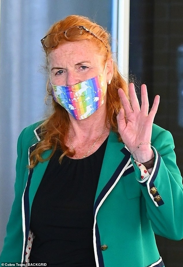Dressed in a vibrant green blazer which she teamed with a black midi dress, Sarah waved as she entered the airport, with a stewardess pushing her trolley behind her