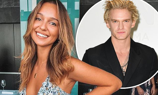 The Bachelor's Bella Varelis reveals the truth about her relationship with Cody Simpson thumbnail