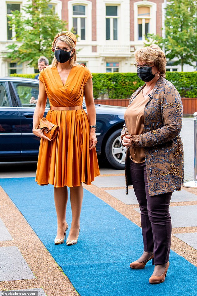 Maxima was greeted by her member of staff as she made her way to the event's venue in a pair of golden heels