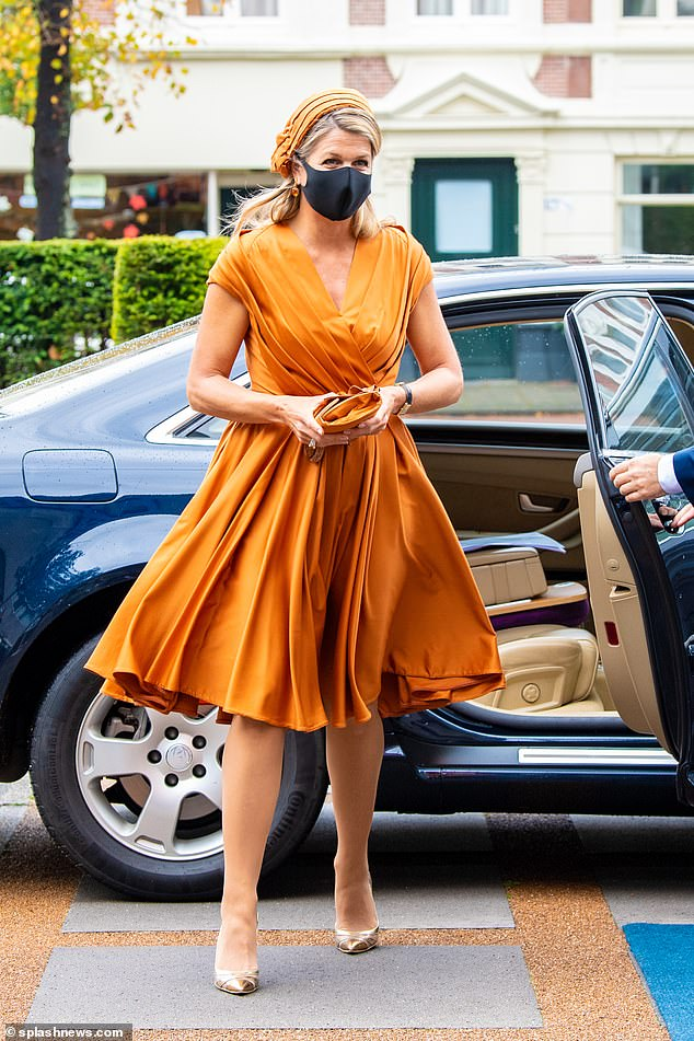 A light breeze highlighted the tasteful pleated detail on Maxima's dress as she glided to the event