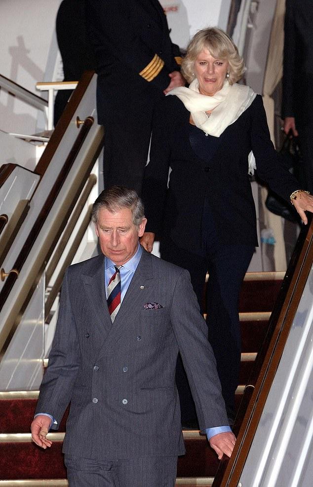 Le prince Charles a déjà visité le Koweït sept fois.  Sur la photo: l'héritier du trône avec la duchesse de Cornouailles lors d'une visite dans le pays en 2007