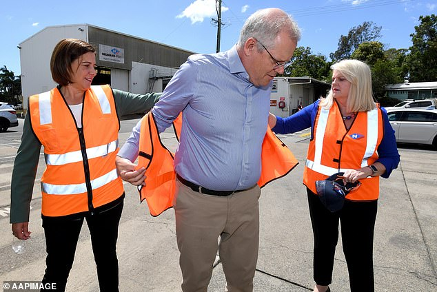 Scott Morrison is assisted by Deb Frecklington (left), Queensland LNP Director, and Karen Andrews MP (right).