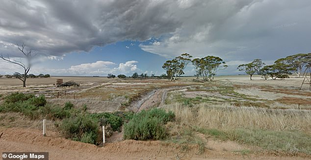 About 3.15pm on Thursday, Mr Robb's body was found lying on a creek bed in Goomalling (stock)