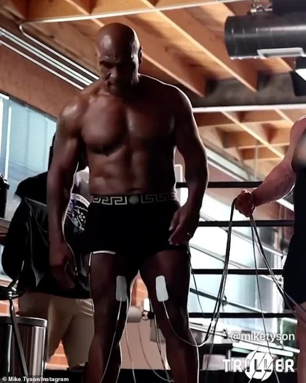 At the gym: As Robin thrives in his personal and professional life, Mike is working hard at the gym as he prepares for his next fight with 51-year-old Roy Jones Jr.;  Picture of Mike Thursday