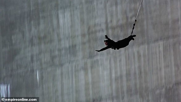 The 1995 opening to Goldeneye was performed for real, withstuntman Wayne Michaels bungee jumping 720ft off theVerzasca Dam in Switzerland
