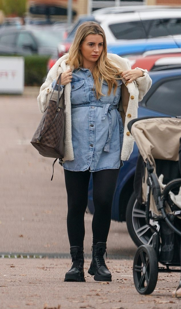 Pregnancy chic: The 2018 Love Island winner wore a loose-fitting pale denim dress, which she wore over a pair of skinny black leggings