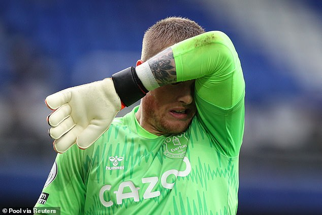 The Everton stopper's confidence has completely left him and it's showing in his games