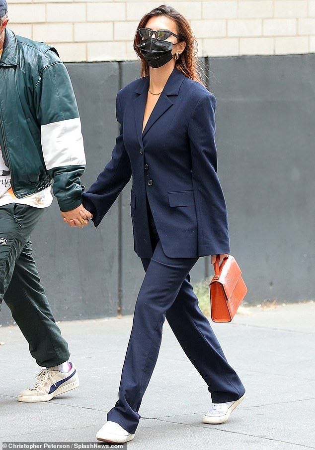 emily ratajkowski holds hands with her