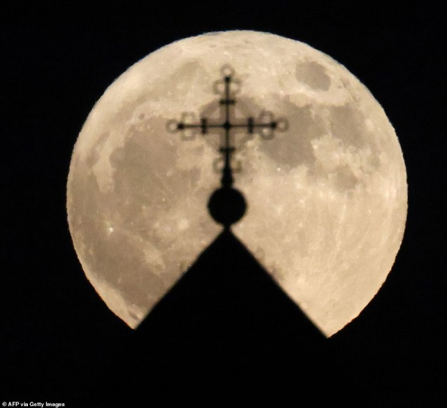 The moon was also clearly visible in many cities across the world, including this scene captured in Jerusalem, Israel