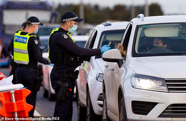 Police in Victoria are continuing to monitor the border despite the recent easing ofMelbourne's strict lockdow