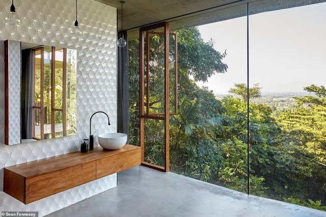 Planochella follows an L-shaped floorplan, and is divided into three zones wraps around the central courtyard space (bathroom pictured)