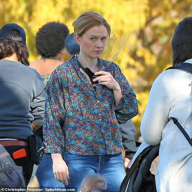 Natural:Anna appeared to be wearing little to no makeup, which allowed her character to take on a warm, natural appearance