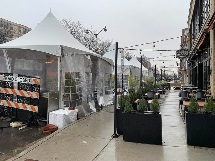 CHICAGO: Several restaurants are offering a mix of uncovered and covered outdoor seating as temperatures drop