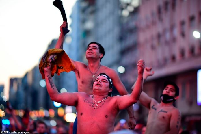 Argentinian football fans pay tribute to their fallen hero on Wednesday following news of the World Cup winner's death