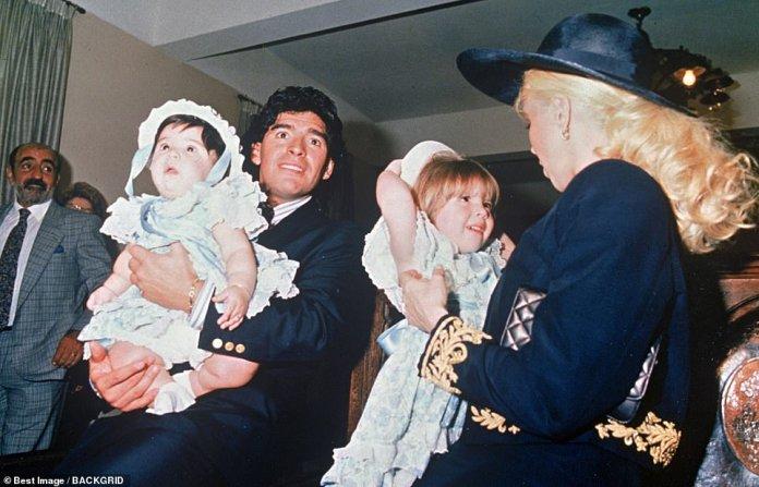 Maradona with his wife Claudia and daughtersDalma and Ganina