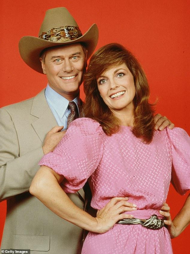 Una reina de la televisión: Linda Gray de los años ochenta, la exitosa telenovela nocturna Dallas, tuvo una triste noticia que compartir el lunes.  Visto con Larry Hagman en Dallas en 1981