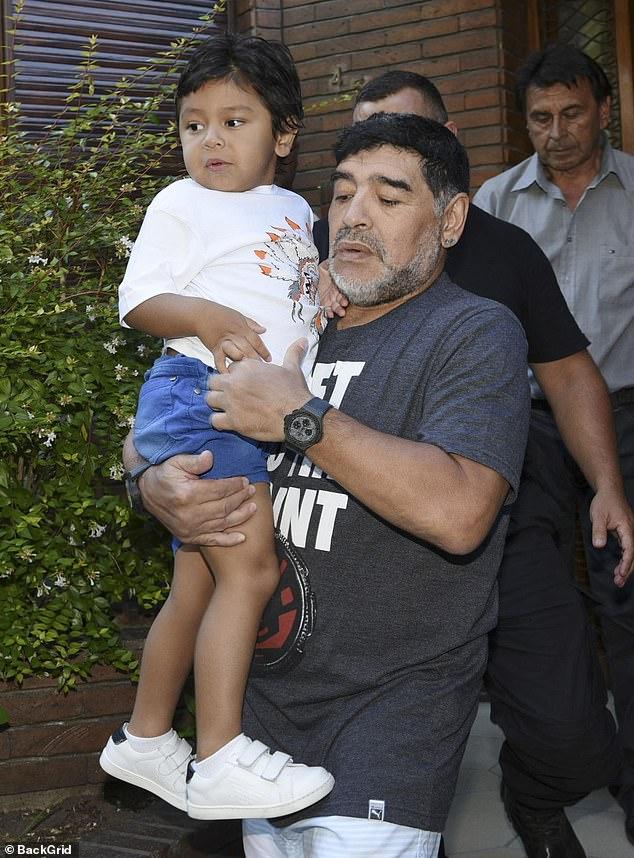 """Diego Maradona hat Stunden vor seinem Tod eine herzzerreißende Nachricht über den jüngsten Sohn seines """"Engels"""" aufgenommen."""