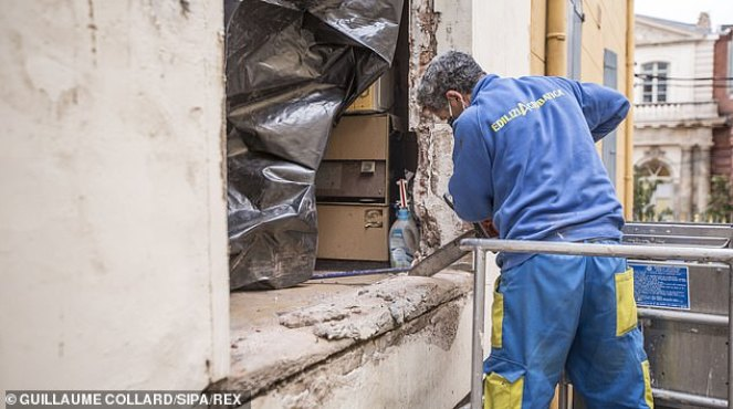 Morbidly obese French man is lifted out of his house by CRANE after being  trapped upstairs for year - Today News Post