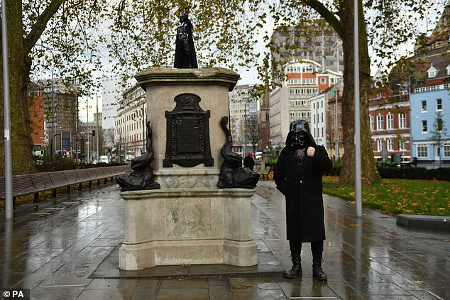 A 500-strong petition had earlier been set up calling for a statue of the Anakin Skywalker star to be placed on the pillar