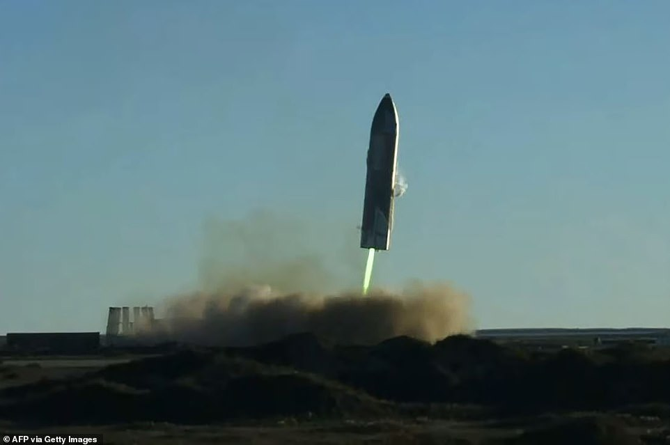 Green and yellow flamescame spewing out from the Raptor engines, which engulfed the landing site