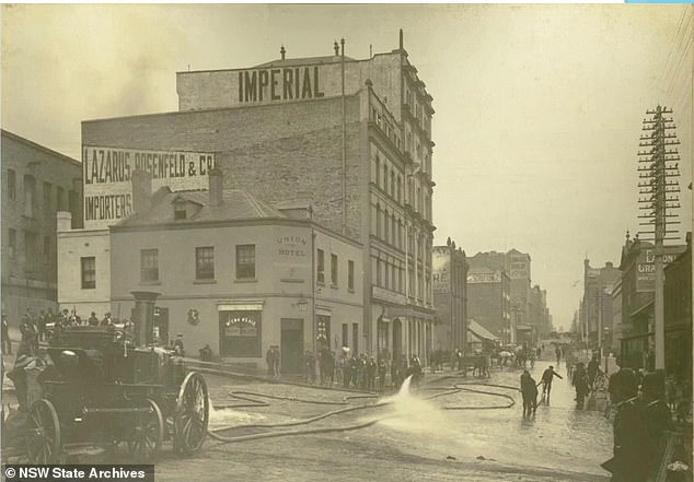 Residents in Sydney are seen hosing down the streets after the plague wreaked havoc across the city in 1900