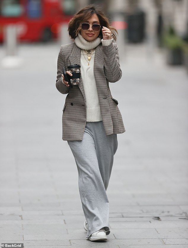 Chic!Myleene Klass showcased her sense of style again as she looked effortlessly chic as she headed to Global Studios on Boxing Day