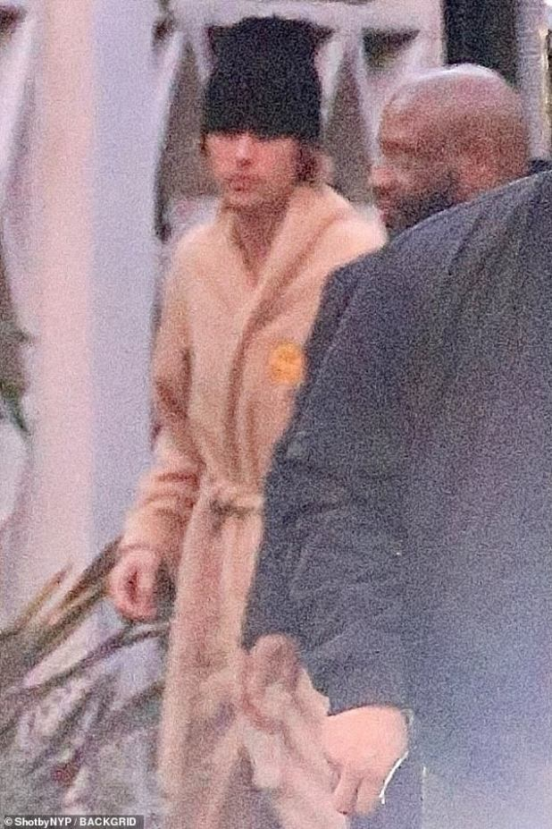 Moving along: Music artists were stuck in a robe during a busy day in rehearsals