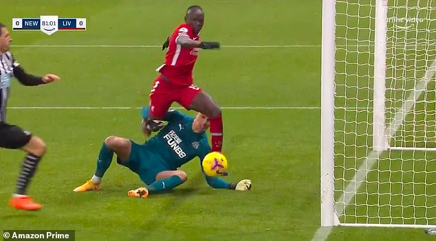 Darlow appears to grab Mane's leg but the Liverpool striker doesn't try to get off
