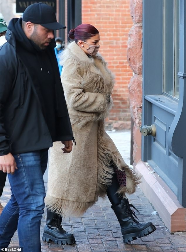 Cozy:Her coat's hems and pockets were decorated with long furry strands for extra warmth