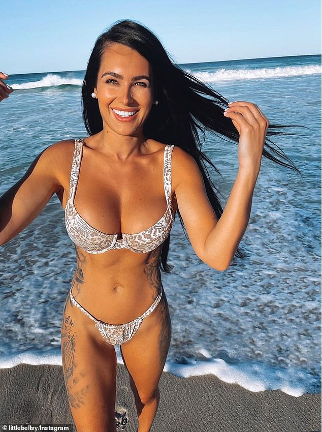 Stunning!Arabella Del Busso (pictured) was feeling natural on Saturday. The 30-year-old model stripped back her makeup for a fresher look as she enjoyed a day at a Perth beach