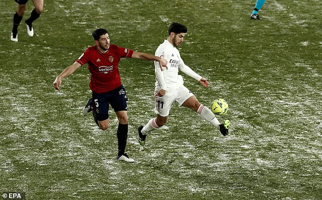 Osasuna's David Garcia (left) vie for the ball with Real Madrid's Marco Asensio on Saturday
