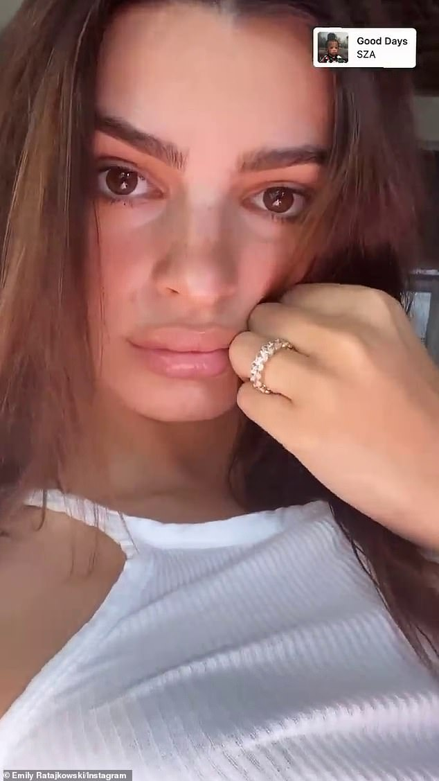 Banded: The model showed off her new wedding band as she flashed her left finger, trading the handmade gold band in for diamonds