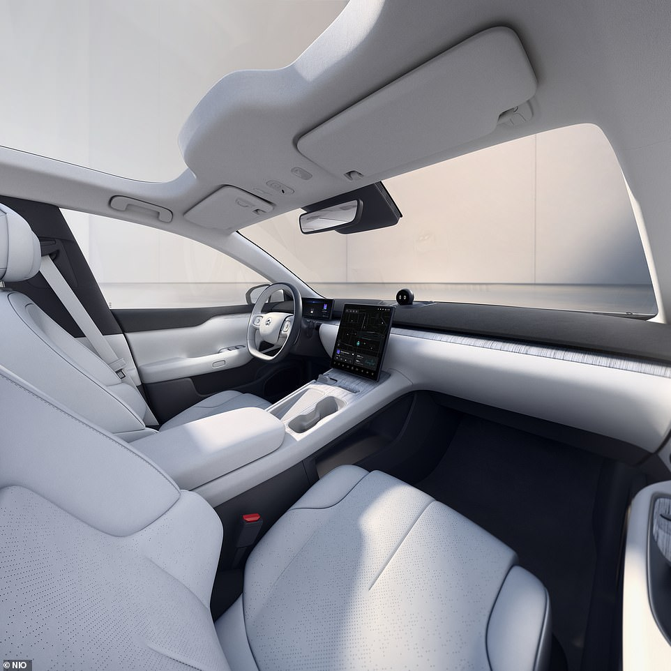 Nio's designers have most definitely opted for the minimalist approach, with a very clean dashboard with not a single function button