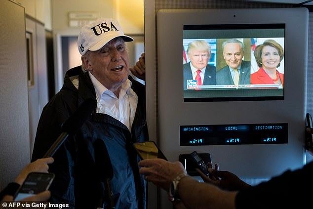 El presidente Donald Trump estaba pegado a la televisión en la Casa Blanca mientras sus partidarios saqueaban el Capitolio.