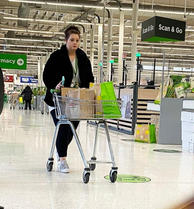Asda shopper in Swindon has full trolley but no coverage