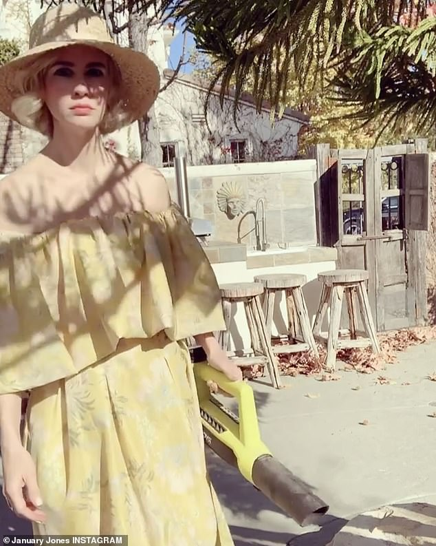 Playing a 1950s housewife in the U.S. television series Mad Men appears to have inspired January Jones to look her best while carrying out domestic duties