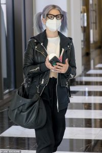 Kelly Osbourne shows off her 85-pound weight loss in crop top and leather jacket