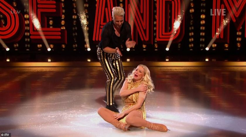 Well done!Denise Van Outen bravely managed to push through the pain to perform her first routine with pro partner Matt Evers after dislocating her shoulder on Thursday