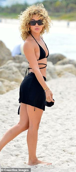 Model Jasmine Sanders looks incredible in triangle bikini in Miami