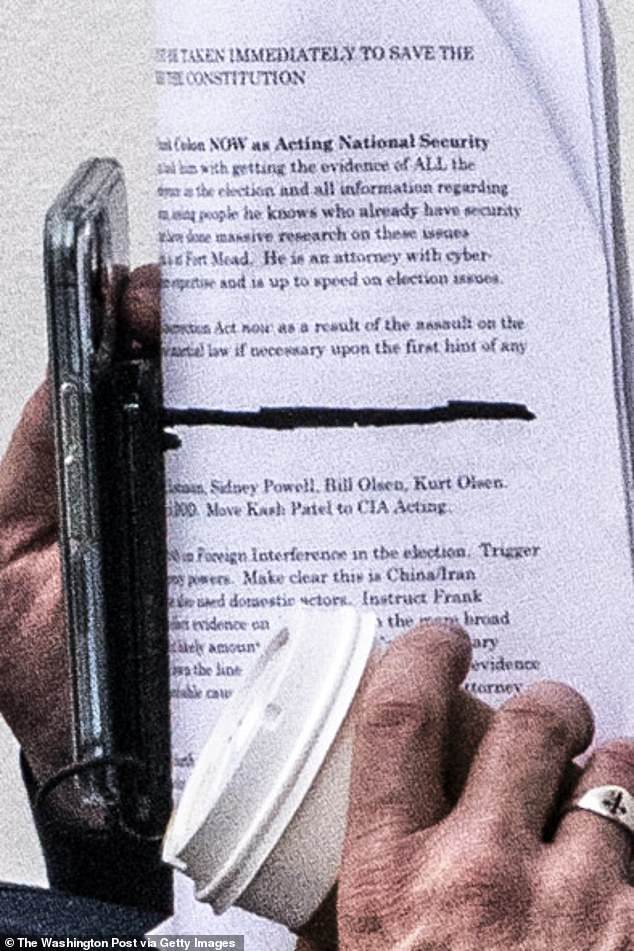 On January 15, Lindell visited Trump in the White House. He brought with him notes on the Insurrection Act and Martial Law. Trump is said to have cut the meeting short within minutes