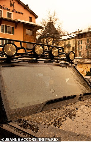Sand settled on a car bonnet in theChamonix Valley