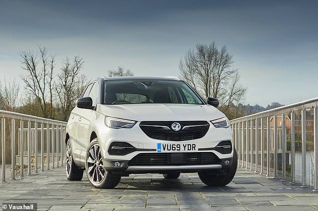 The Vauxhall Grandland X with the biggest discount is the range-topping 1.6 Hybrid4 300 Elite Nav edition with the automatic gearbox. Paying the £44,370 RRP might be a little steep, though a guaranteed What Car? discount of 15.3% shaves £6,681 off the price
