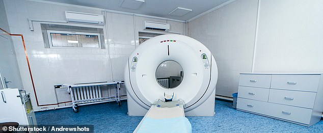 Health experts are demanding the Government brings in routine CT scanning for smokers and ex-smokers