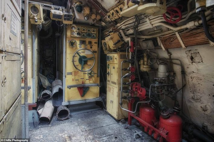 The motor control onboard the submarine, which had previously been on show at the Seafront Zeebrugge maritime theme park until the summer of 2019. It was then moved and dismantled