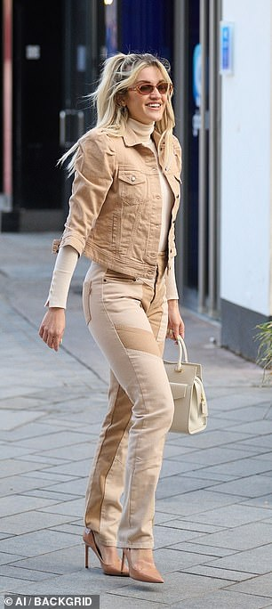 Sleek: She added two-tone skinny jeans in a block pattern and nude heels