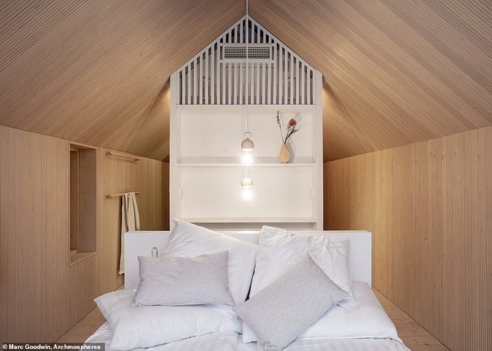 Inside the cabin, there is a bed for two people, a bathroom and a kitchenette with the interior corresponding 'with that of a high-standard hotel room'